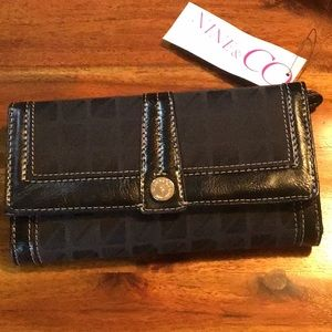 NWT Nine & co clutch wallet